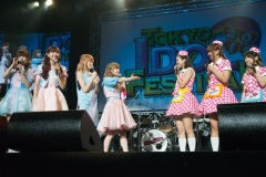 That speaker is like: No Suu leg for you! Source: http://tokyoidol.jp/?p=9426